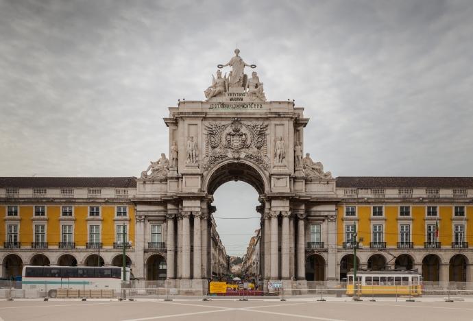 Arco_Triunfal_da_Rua_Augusta,_Plaza_del_Comercio,_Lisboa,_Portugal,_2012-05-12,_DD_02
